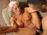 La vieja Sally D'Angelo disfrutando de una gran polla negra