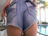 A la culona de mi mujer le quedan genial los shorts - Rubias