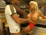 Polvazo increible con la camarera milf del bar: menuda cerda - Hardcore