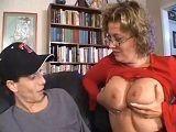 Hijo mio ¿Te gusta el par de tetas que tiene tu madre? - Viudas