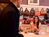 Joder que buena está la dependienta de la tienda de ropa - Morenas