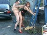 El vecino gordo le pega una follada terrible a plena luz del dia - Sexo Duro