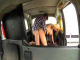 Taxista madura y viciosa follando con uno de sus clientes - Amateur
