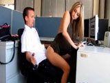 Compañeros de trabajo pillados follando en la oficina - Amateur