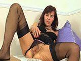 La señora de la limpieza se calienta y acaba masturbándose - Webcams