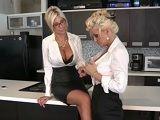 La vuelta al trabajo después de las vacaciones es especial.. - Lesbianas
