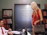 Kenzie Taylor y su marido saben cuando follar en la oficina - Rubias