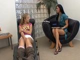 Mi psicóloga es una viciosa, en cada terapia acabamos follando - Lesbianas