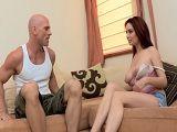 Joder con mi cuñada, me enseña sus tetazas en el sofá - Tetas Grandes