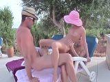 Trío fantástico con unas hermanas alemanas muy viciosas - Trios Porno