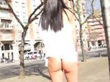 La mamá que se pasea por Barcelona enseñando el culo - Españolas