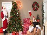 Joder lo que se encuentra Papá Noel al llegar a esta casa