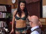 Esto es lo que pasa cuando tu secretaria es una zorra - Porno Duro