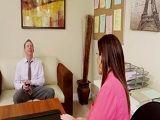 Sara Jay en el despacho complaciendo a su nuevo jefe - Folladas